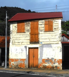 patrimoine vernaculaire, maison à étage, vernacular heritage house wih two floors