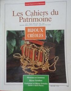 tanlistwa, couverture représentant une photographie couleur d'un coffret débordant de bijoux en or.