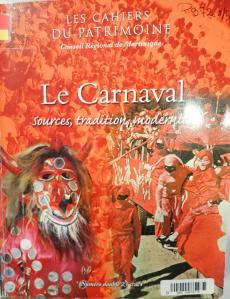 tanlistwa, couverture rouge représentant un photo montage d'une foule compacte de vidé, et le personnage du diable rouge.