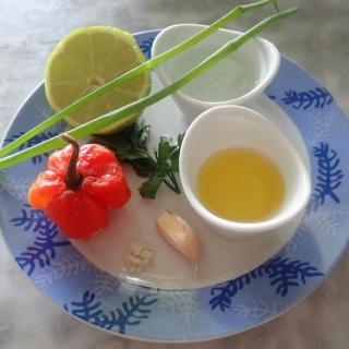 tanlistwa, sauce chien, piment, citron, aile, sel, persil, cives, eau, huile